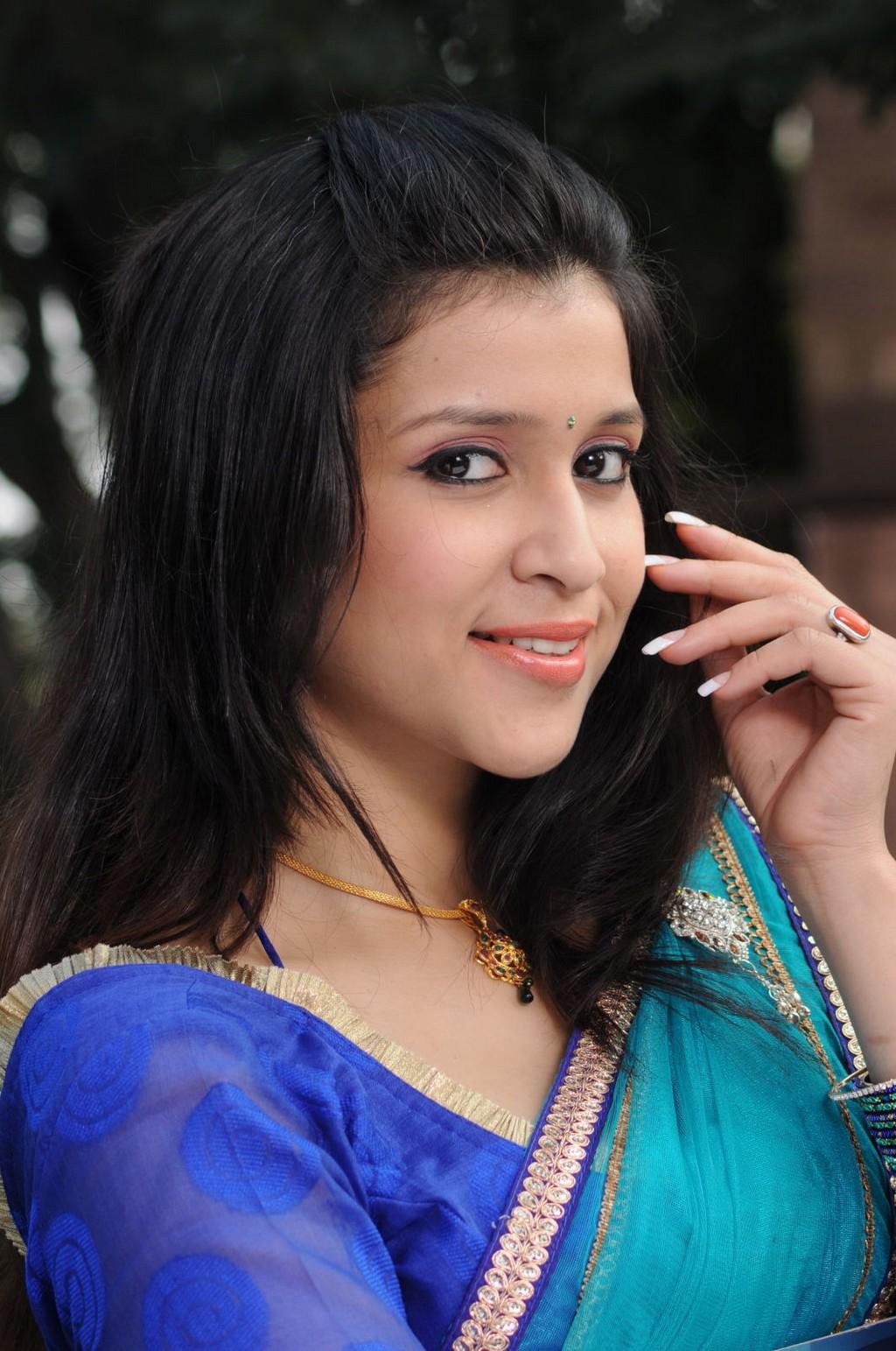 Actress Celebrities Photos Mannara Chopra Latest Half -5837