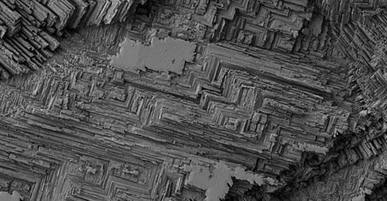As coisas mais bizarras que você sempre quis ver no microscópio - Superfície de moeda antiga
