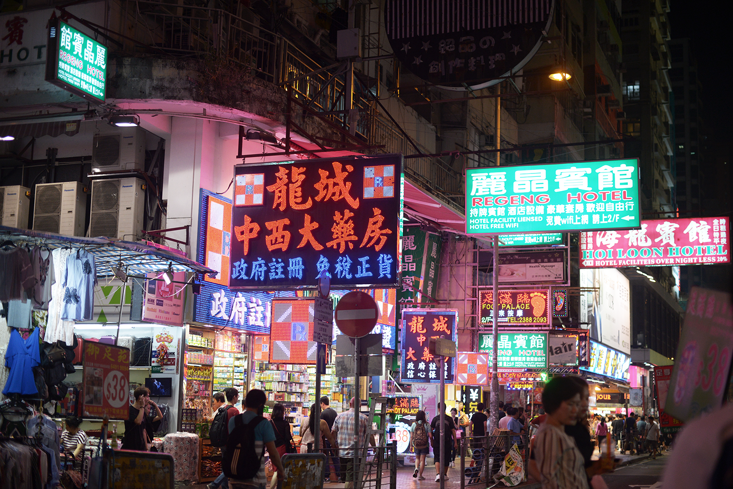 Hong Kong Neon Lights - Hong Kong, China | Night / FOREVERVANNY.com