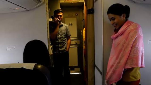 Bukan Hanya Susi dan Neno, Ternyata Pria Ini Lamar Kekasihnya Pakai Mic Pesawat