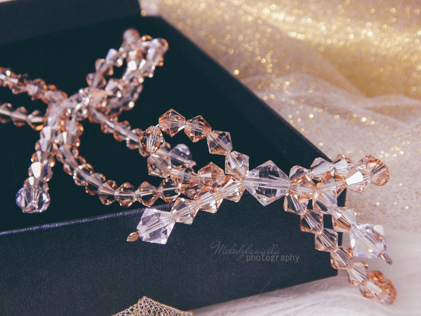 9 biżuteria M piotrowski recenzje kryształy swarovski przegląd opinie recenzje jak dobrać biżuterie modna biżuteria stylowe dodatki kryształy bransoletka z kokardką naszyjnik z kokardą złoto srebro fashion