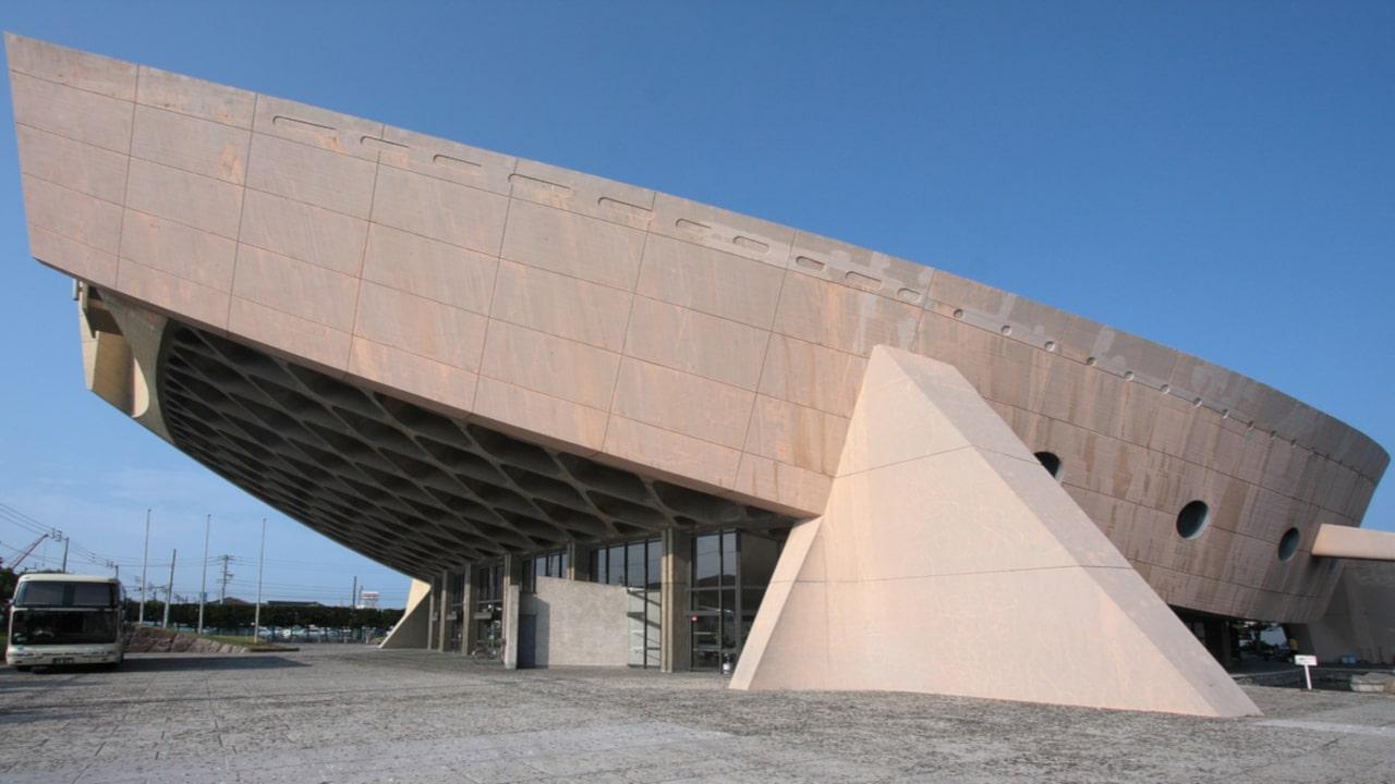 El brutalismo es un estilo arquitectónico que presenta formas audaces y estructuralmente innovadoras que utilizan el hormigón en bruto como materia prima.