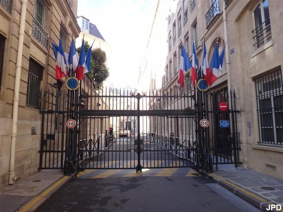 Hotel Rue De La Banque Paris