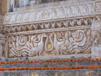 http://ranjana-craft-blog.blogspot.in/2015/01/peacock-design-carving-on-mahabodhi.html