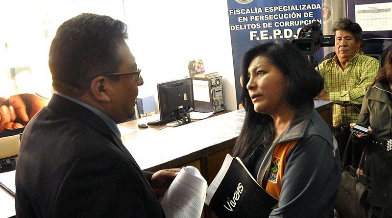 Alcaldesa se presentó a la Fiscalía Dapartamental en La Paz