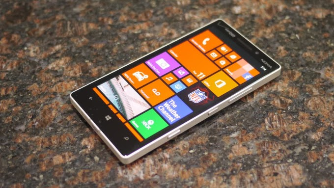 Nokia Lumia Icon - Unboxing and Hands On