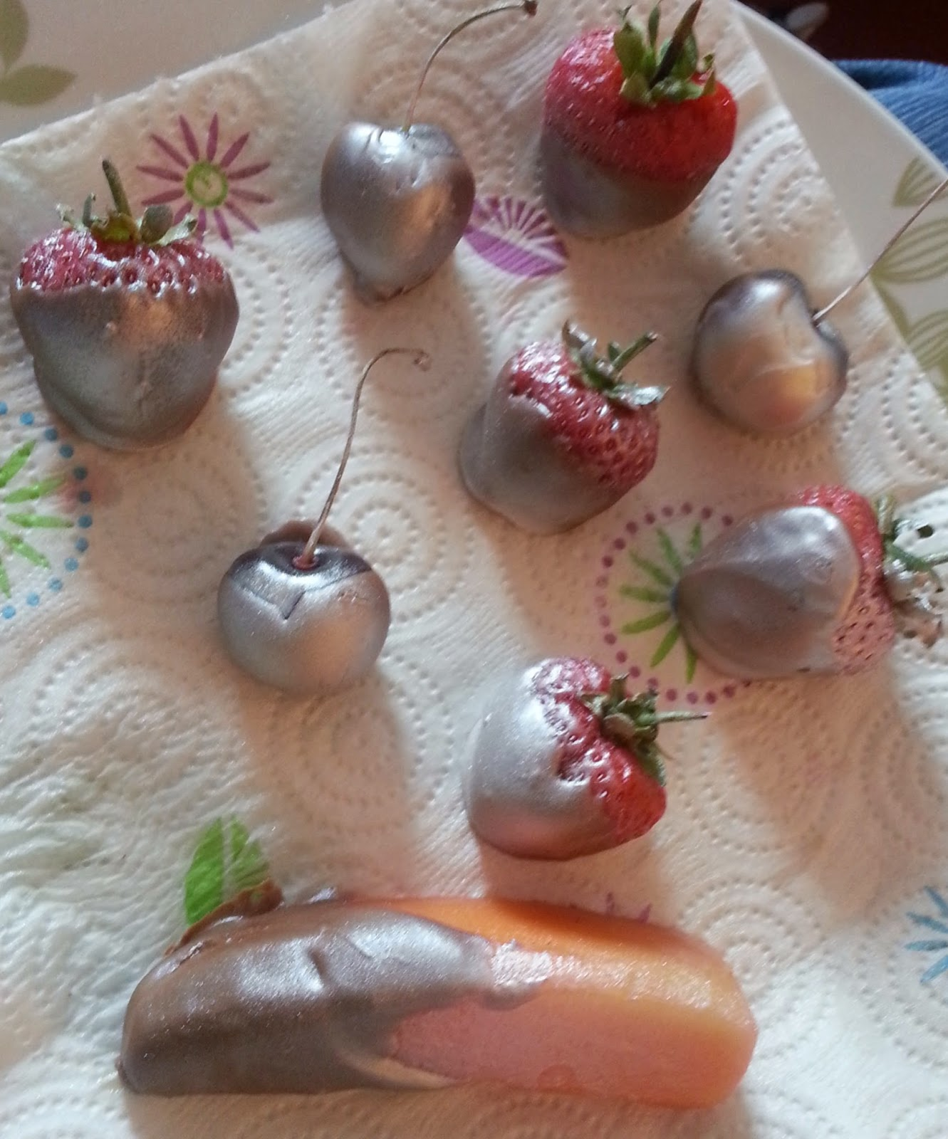 Silver strawberries and other fruit