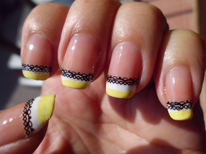 Manicura francesa amarilla y blanca