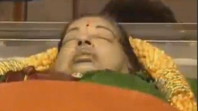 ஜெயலலிதாவுக்கு உறவினர்கள் மீண்டும் இறுதிச் சடங்கு