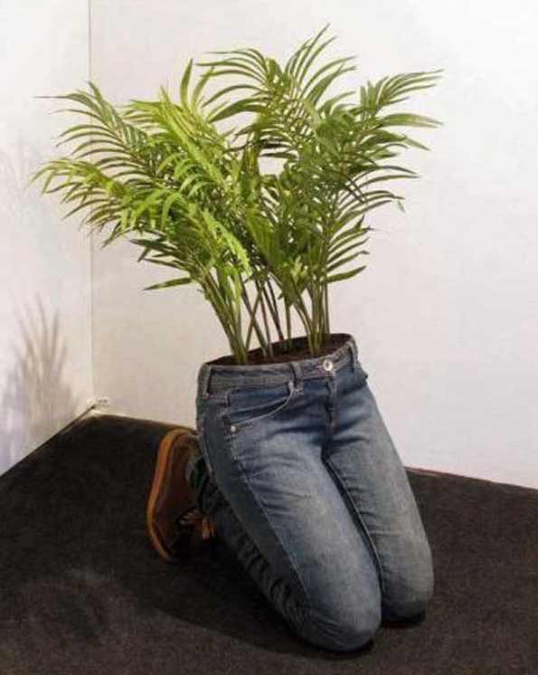 Kreasi pot tanaman hias bentuk badan manusia
