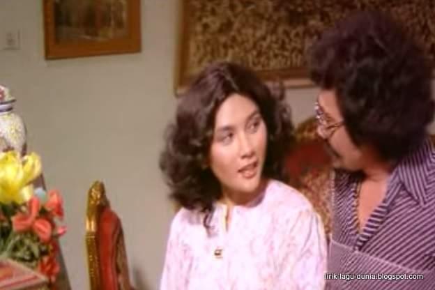 Foto Yati Octavia muda dan Rhoma Irama dalam Film Berkelana 2