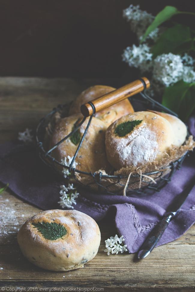 bułki piwne z pokrzywą i siemieniem lnianym