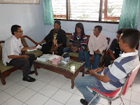 Hidup Sebatang Kara , Aktivis Ponorogo Antar Pak Wiran Ke Panti Jompo Magetan