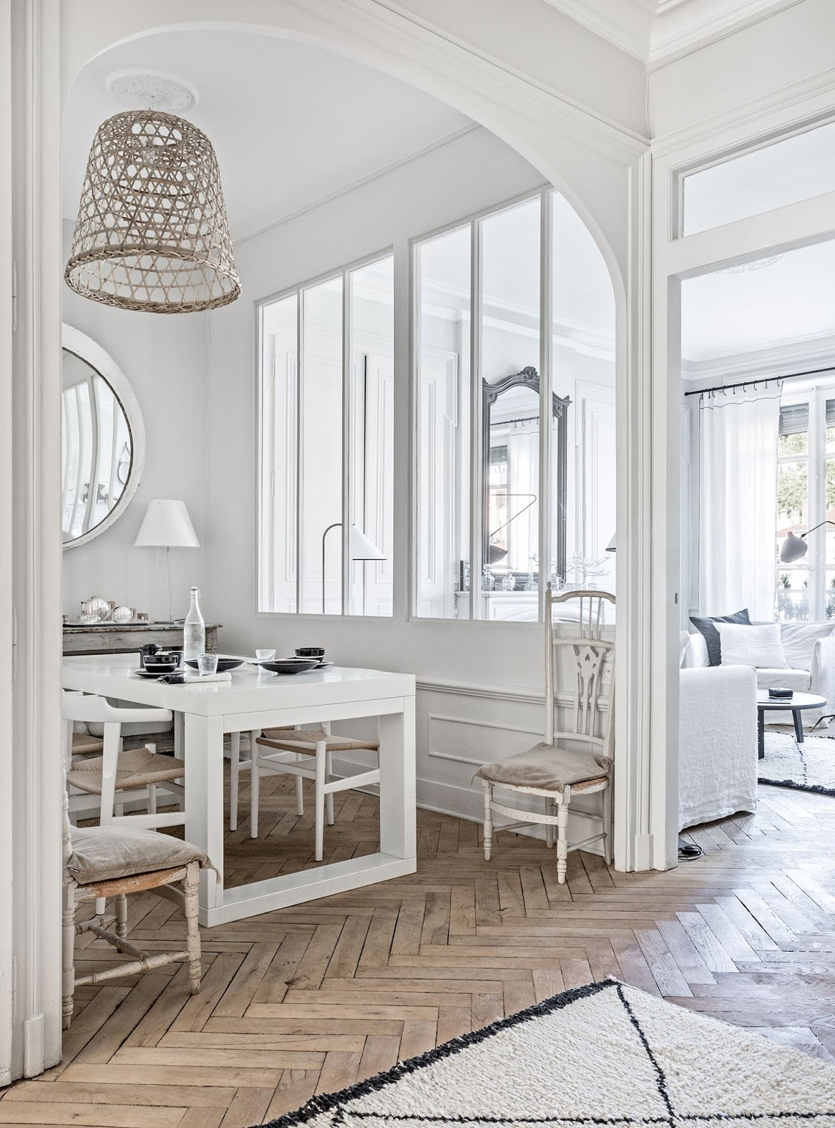 decordemon Monochrome Frenchstyle city apartment