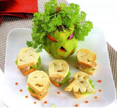 Sandwich cá ngừ phong cách Halloween