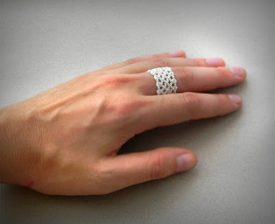 Ажурное кольцо из бисера
