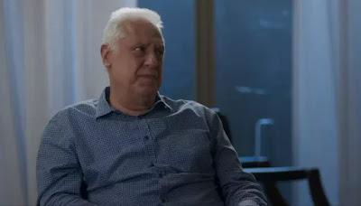 Alberto (Antonio Fagundes) percebe que há algo errado com Nana (Fabiula Nascimento) — Foto: Globo