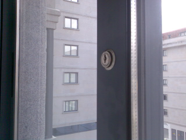 Hablapormidiceiago medidas de seguridad for Seguridad ventanas correderas