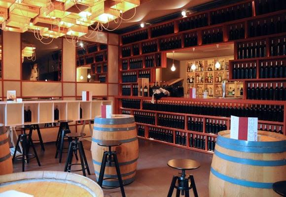 Icono interiorismo 12 ideas para decorar con barricas de vino - Decorar un bar de tapas ...