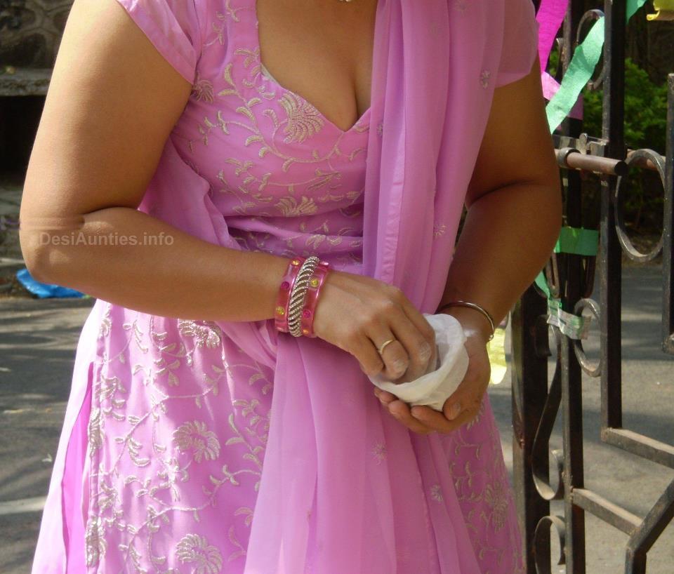 Leena Bhabhi Hot Navel Housewife 1 - XNXX.COM