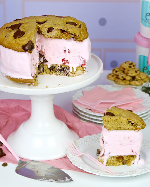 {VIDEO) Giant Cookie Ice Cream Sandwich Cake
