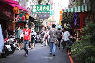 台湾旅行 MRTで忠孝新生駅  電子街 食堂