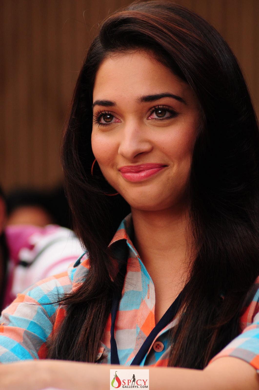 Latest Tamanna In Saree: Tamanna New Spicy Photos, In 100% Love Percent Movie