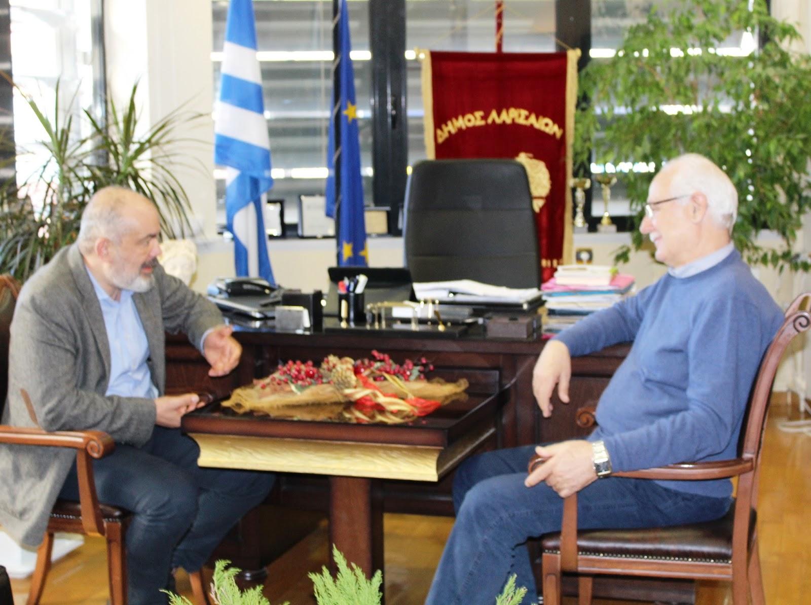 Ο βουλευτής Κώστας Μπαργιώτας για ευχές στο Δημαρχείο Λάρισας (ΦΩΤΟ)