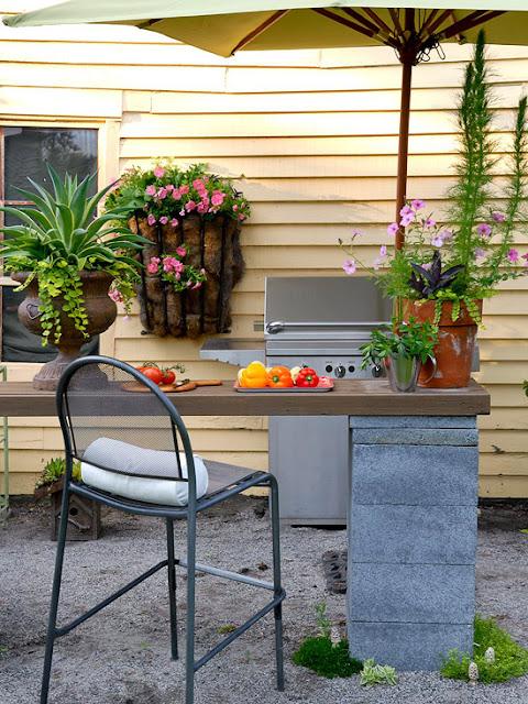 مائدة لحديقة البيت