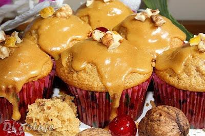 Muffiny z orzechami włoskimi i cykoriadą/kawą zbożową