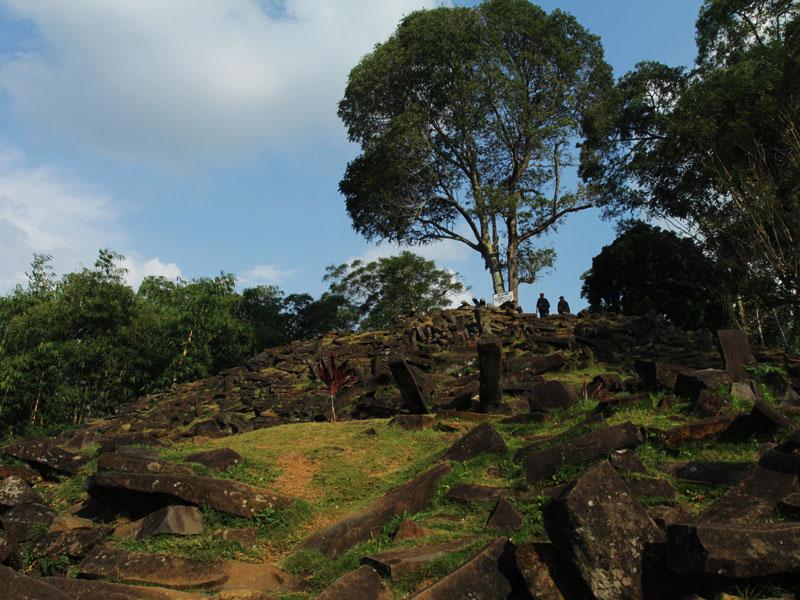 Gunung Padang dibangun pada masa sekitar 2.500 Sebelum Masehi
