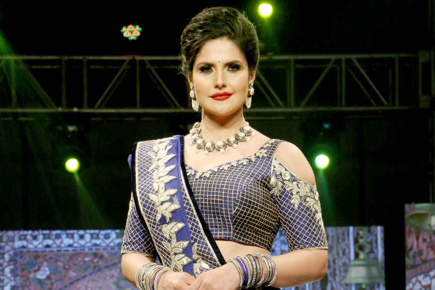 Zareen Khan, Sangeeta Bijlani at Archana Kochhar's Fashion Show