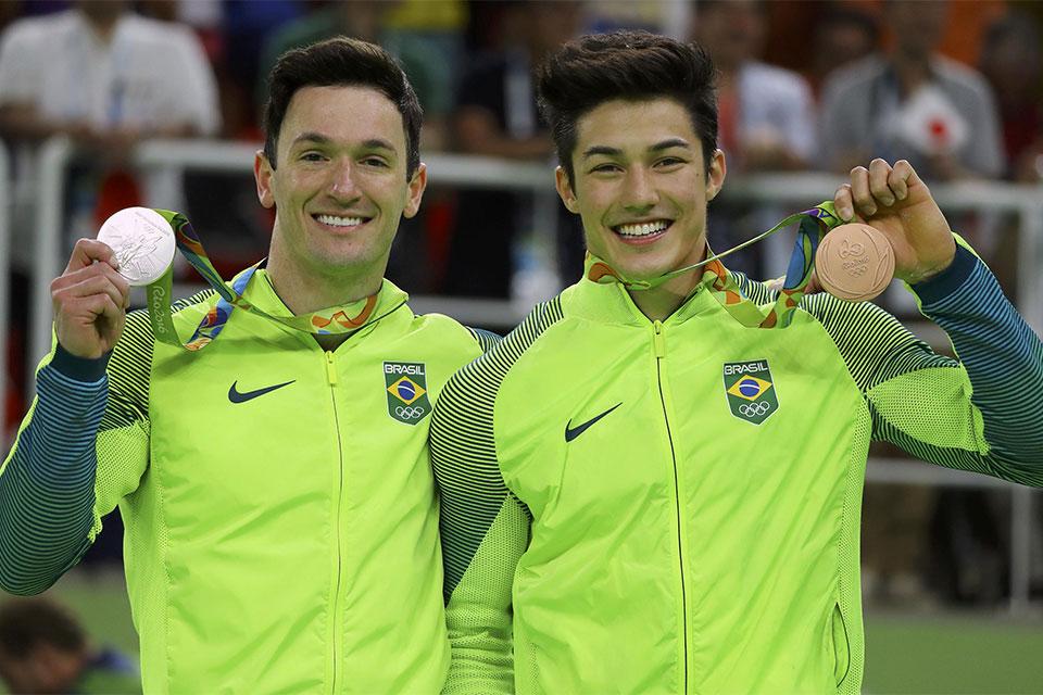 Diego Hypolito e Nory são prata e bronze no solo individual da ginástica. Foto: Reuters/Mike Blake/Direitos Reservados
