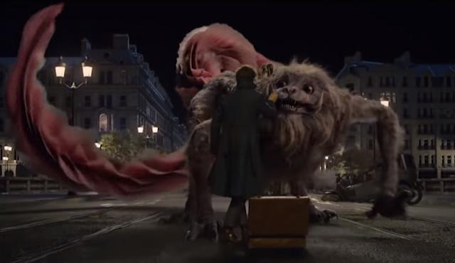 Le Zou-wu, dragon chinois géant, fait face à Norbert Dragonneau dans Les Animaux fantastiques, de David Yates (2018)
