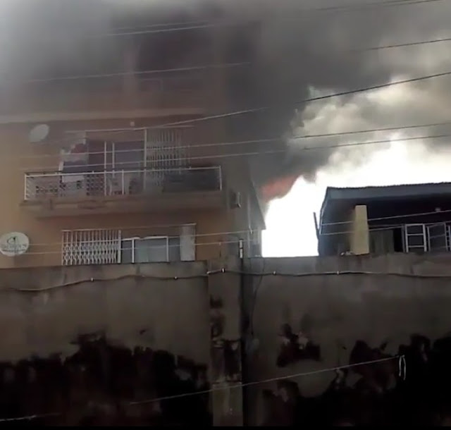 Fire Outbreak, As a Three Storey Building Caught Fire On Friday At Bariga Area Of Lagos