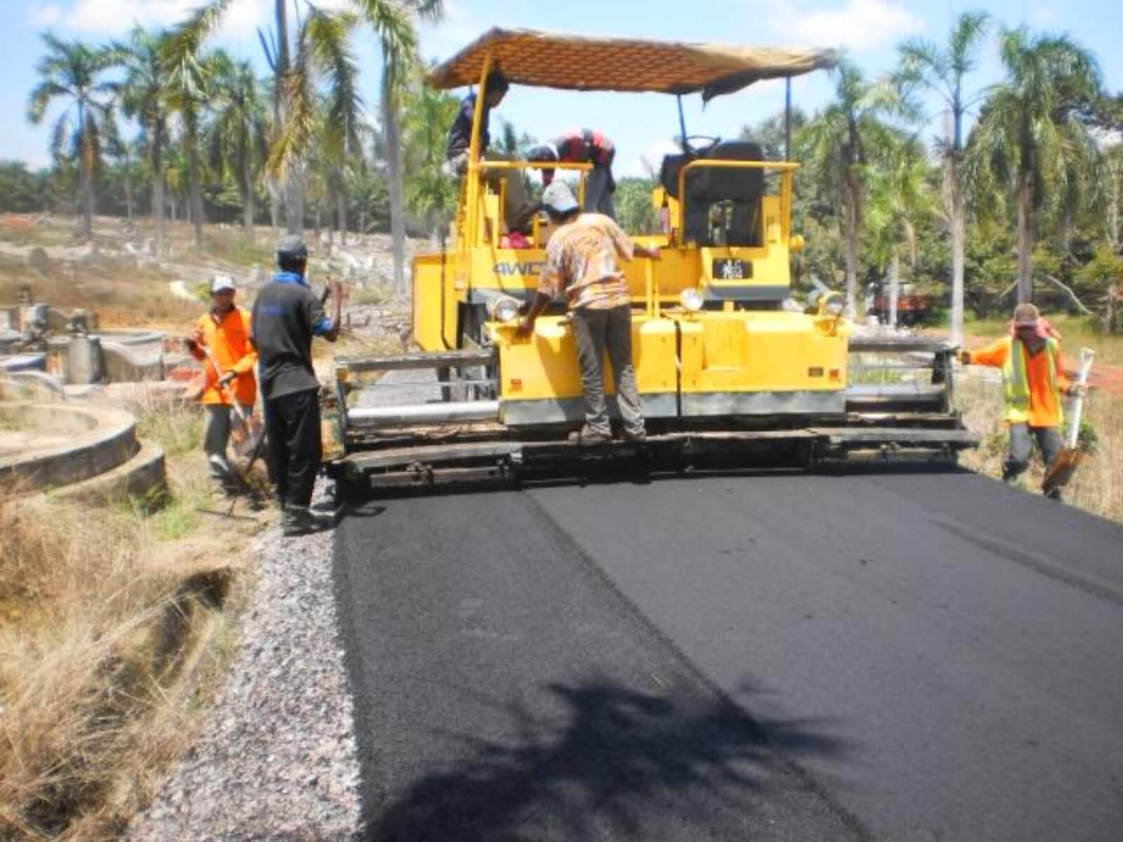Kerja hampar asphaltic wearing course Jabatan Kerjaraya
