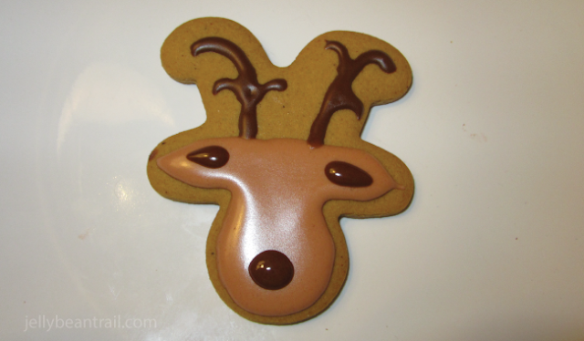 How to make reindeer cookies with royal icing