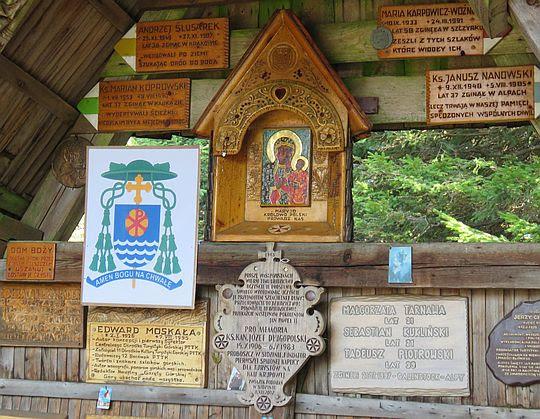 Ołtarz w kaplicy Matki Bożej Opiekunki Turystów na Okrąglicy.