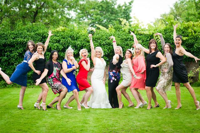 Czego nie ubierać na wesele znajomych?
