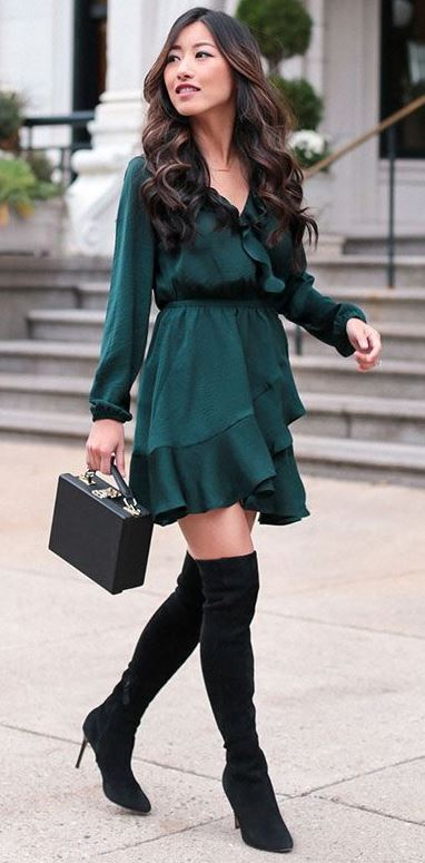 Sytlish Holiday Outfit_green dress + bag + over knee boots