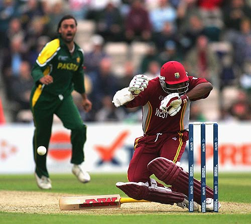 Shoaib Akhtar Bowling Pictures ~ Sports Wallpapers Cricket ...