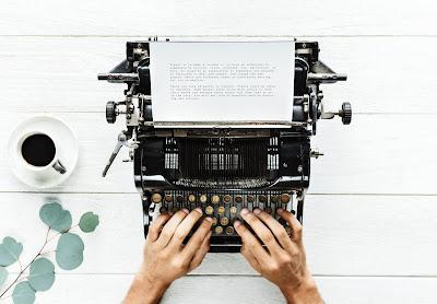 Escribiendo en una máquina manual