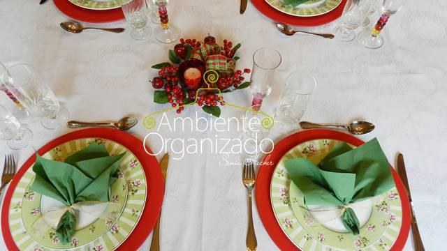 Mesa de Natal com vermelho e verde