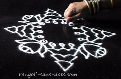Christmas-kolam-with-dots-4.jpg