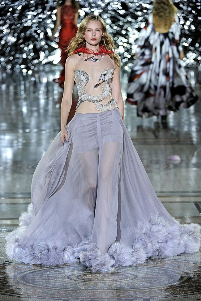 tatitati style - the art of fashion  giles deacon s  s 2012