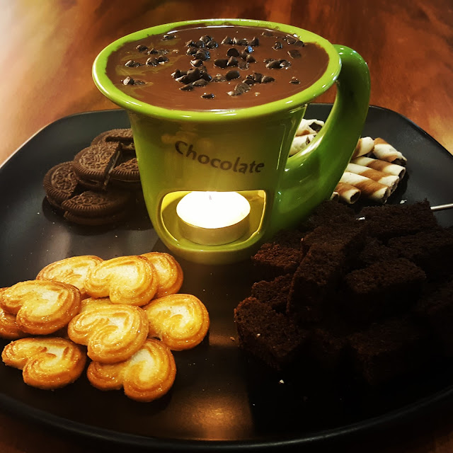 Chocolate Fondue at Cakes N Chemistry, Mulund
