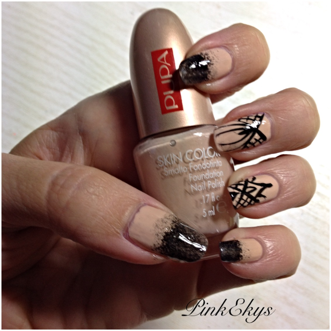 Pinkekys Hallowen Nails In Nude And Black