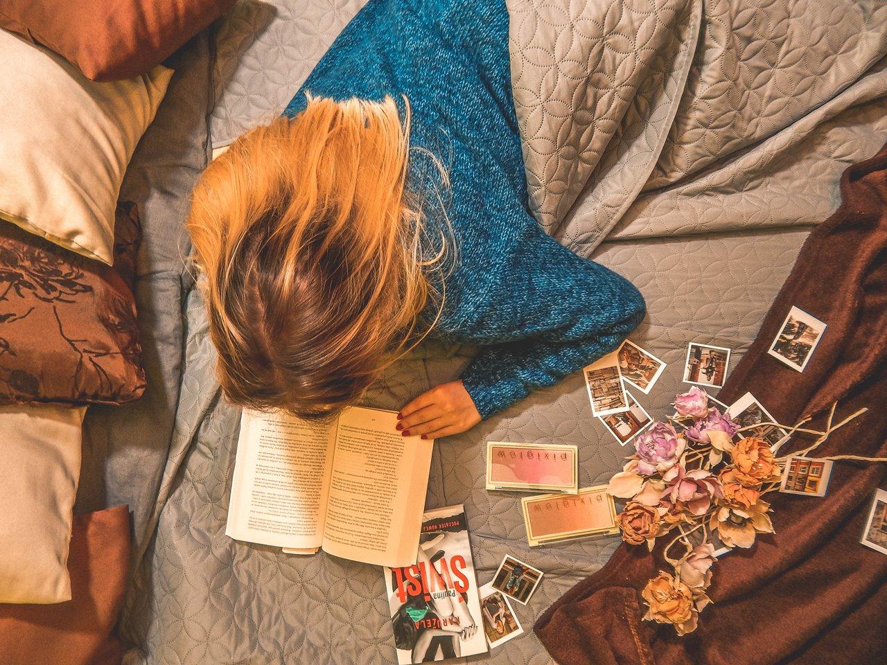 polskie polecane książki, jesienna depresja, persalo zdjęcia w formacie polaroid, instax, bonprix,