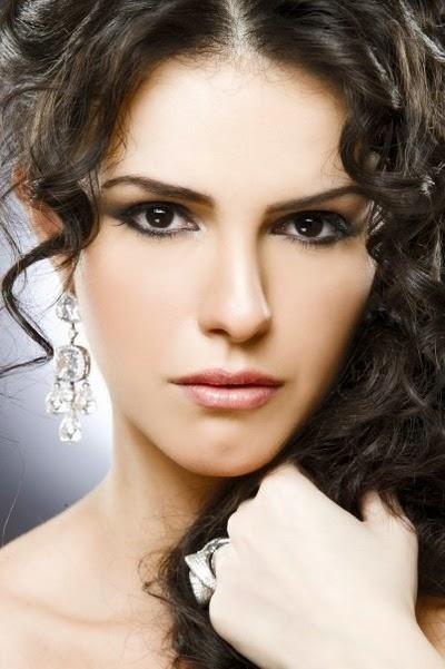 لممثلة المصرية دنيا عبد العزيز