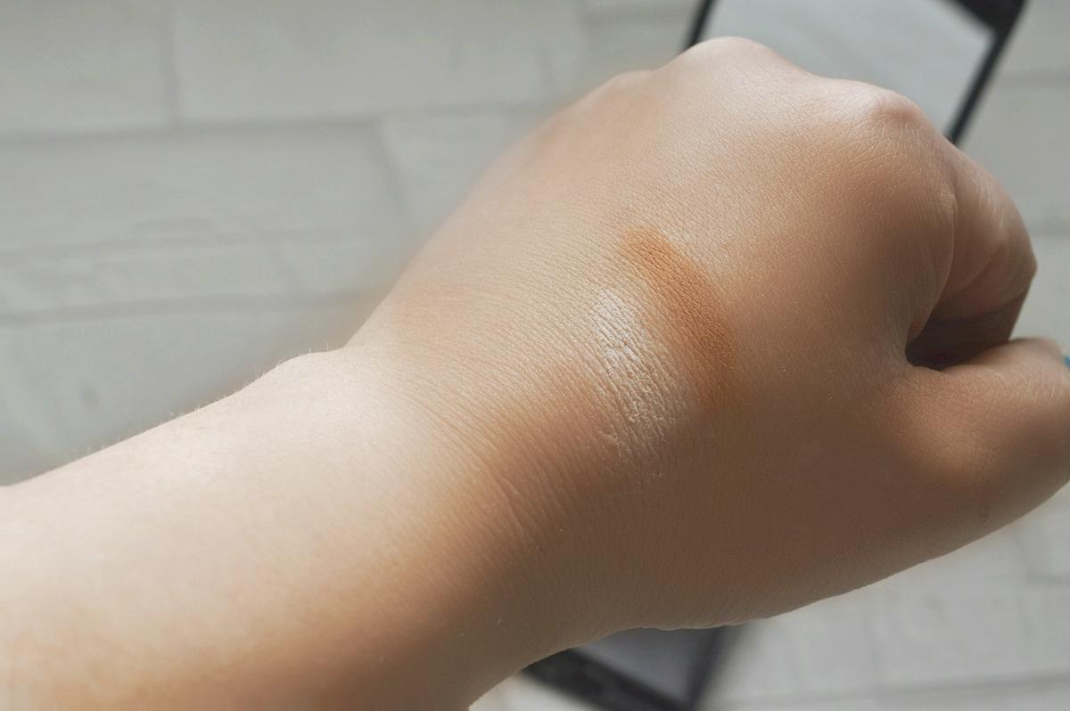 L'Oreal Indefectible Sculpt Contouring Palette - 02 Medium Light Product Swatch